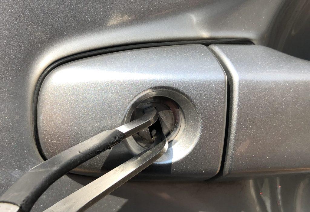 30プリウス運転席ドア鍵をピッキングで解錠