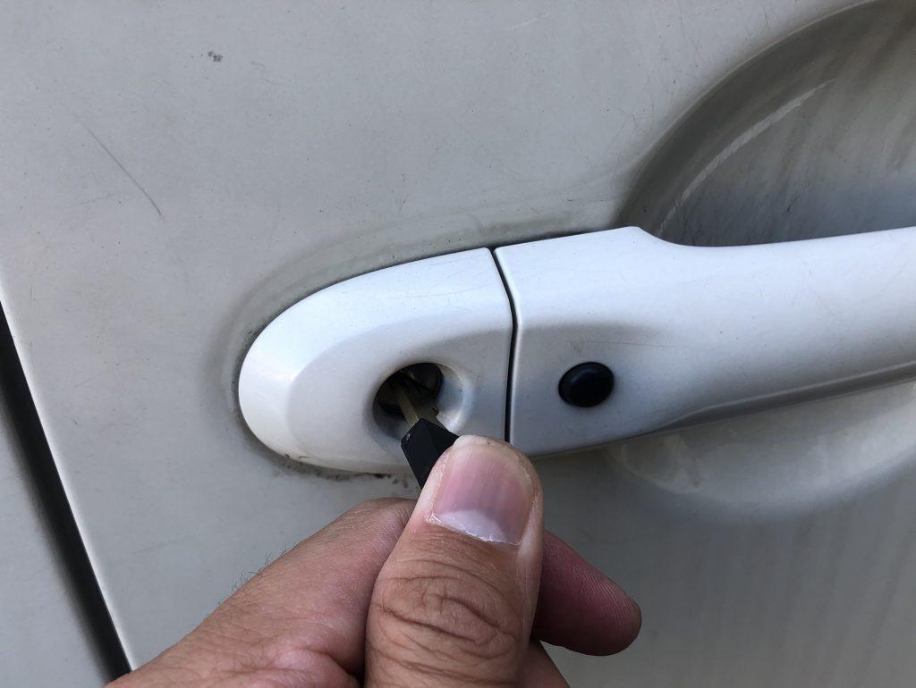 キューブ(CUBE)運転席ドアの鍵作成